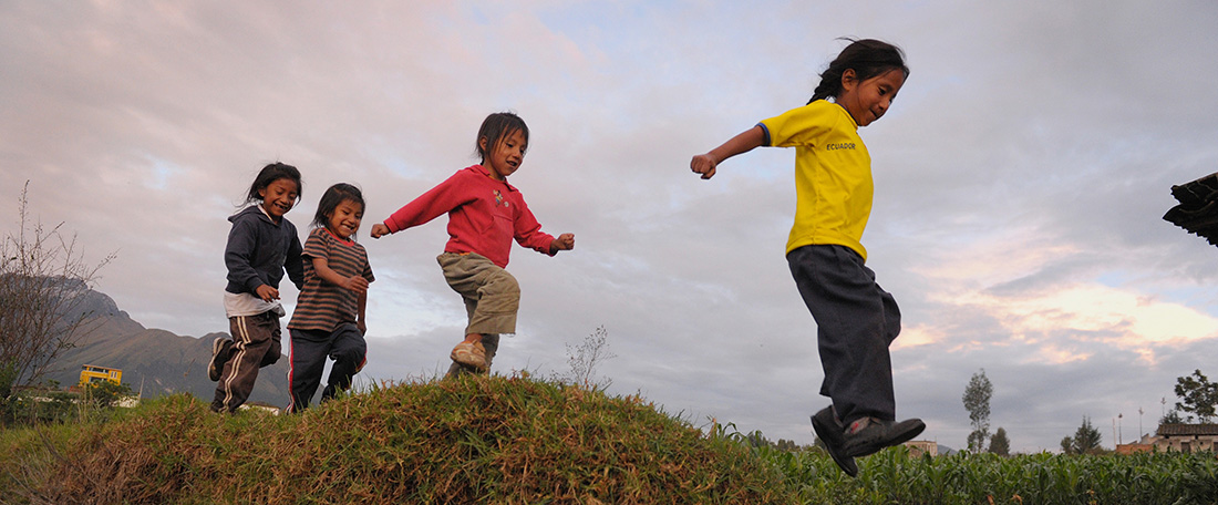 Ecuador children jumping