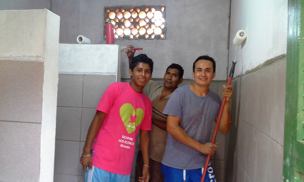 Decorating toilets in Bolivia