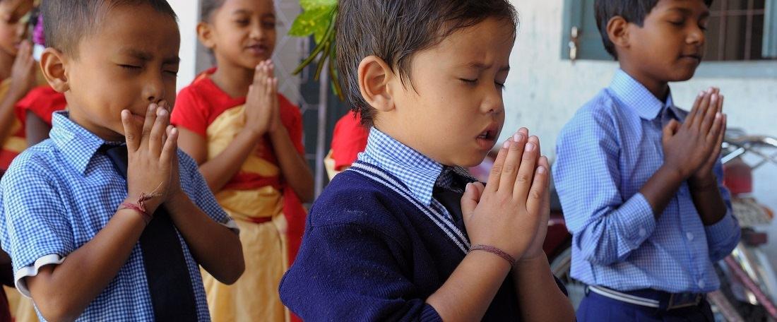 3 praying children