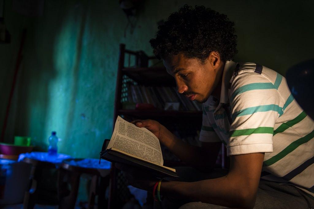 Sameson reading his Bible