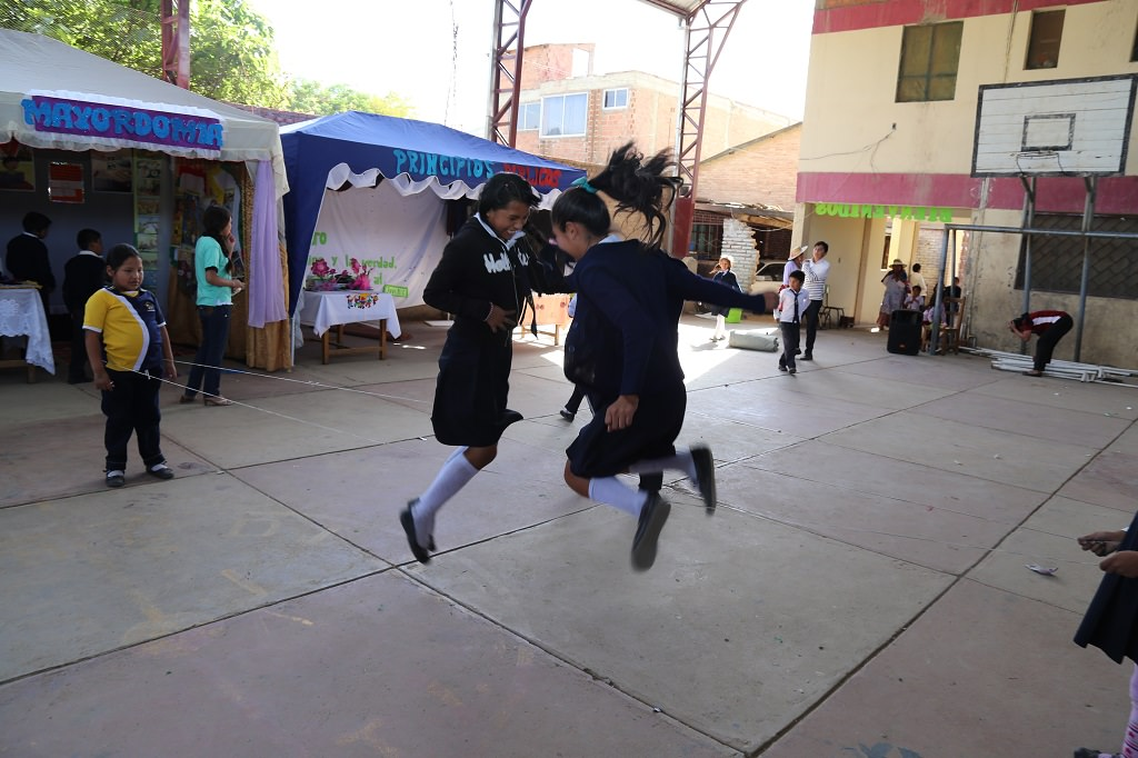 Bolivian girls skipping