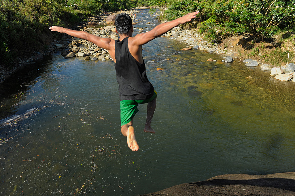 Jeyson in Ecuador jumping into the water below