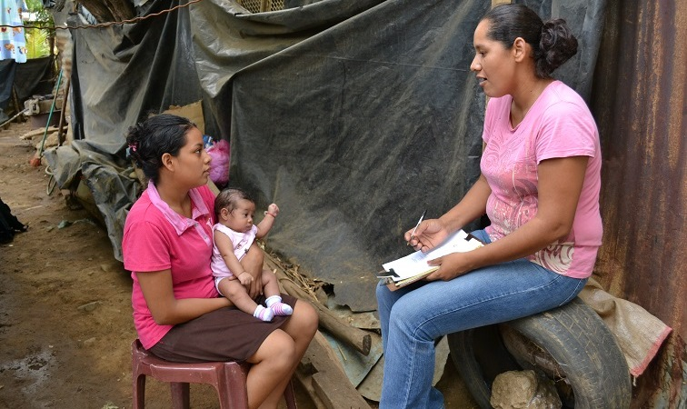 Mother receiving help from Compassion Child Survival Programme in Nicaragua