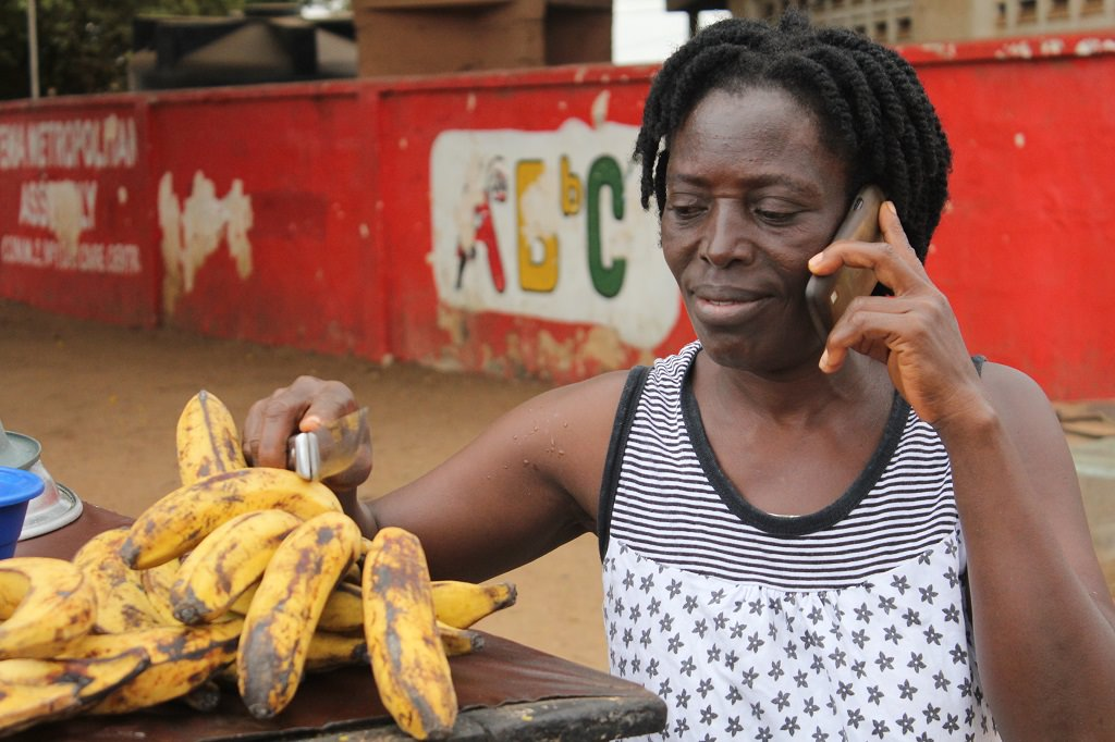 Mobile phone in Ghana used to trade bananas