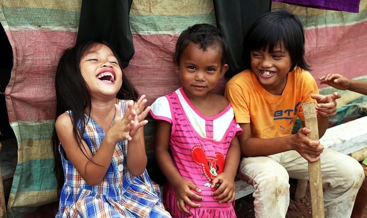 Smiling children in the Philippines.