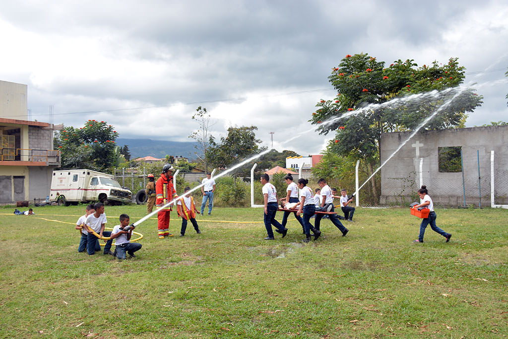Honduran child firefighting school