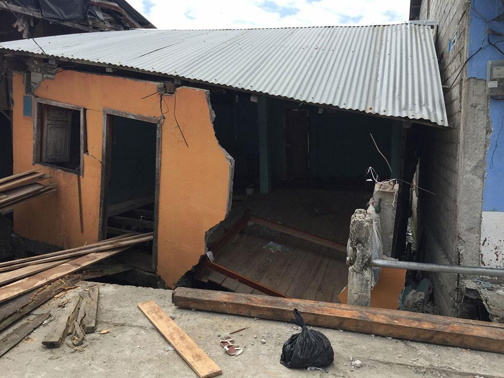 Ecuador earthquake destruction