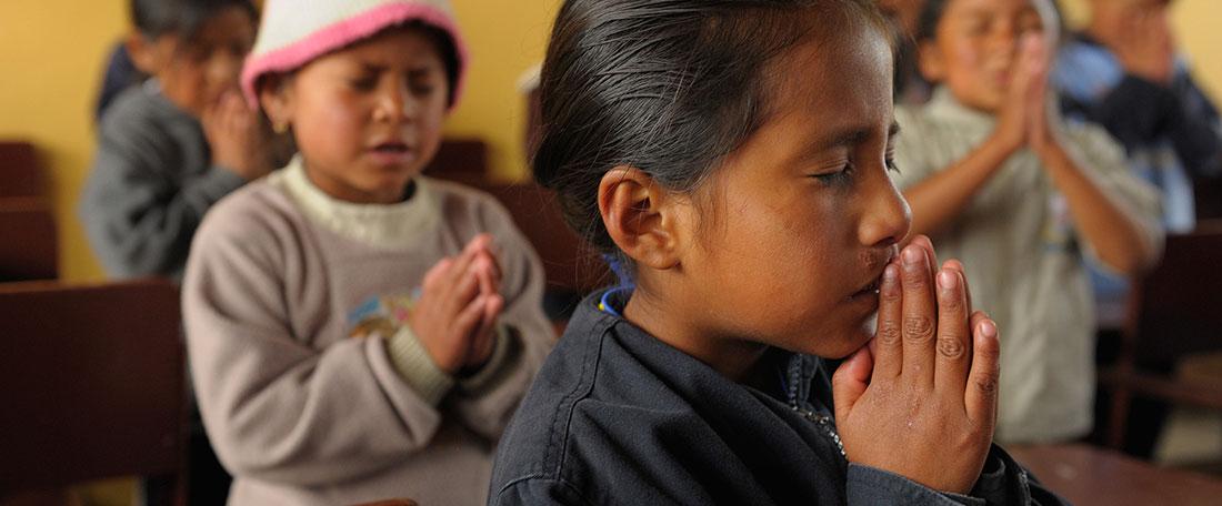 Ecuador girl praying