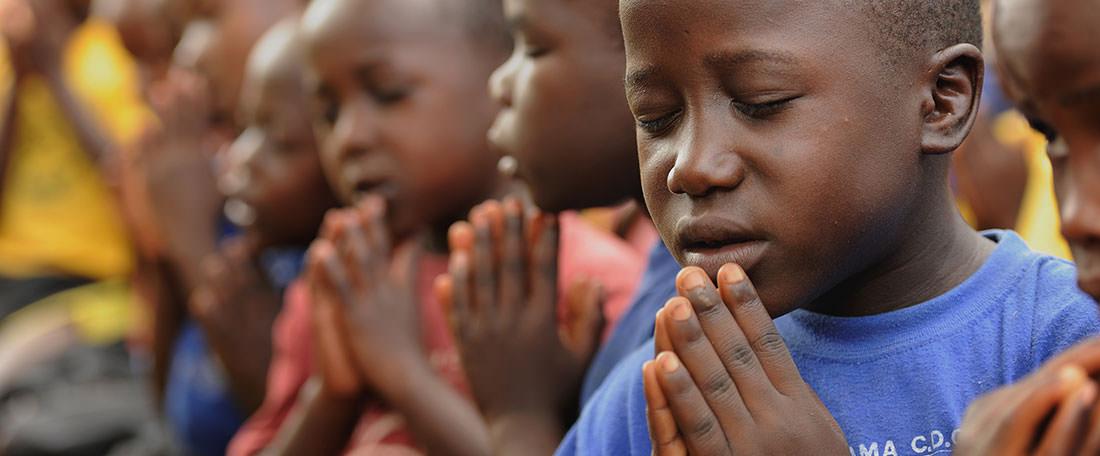 Ugandan children praying