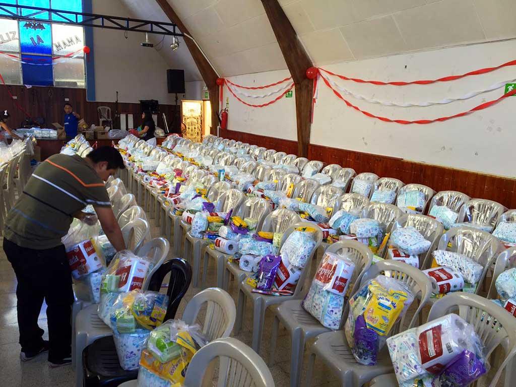 Compassion distributing supplies in Ecuador