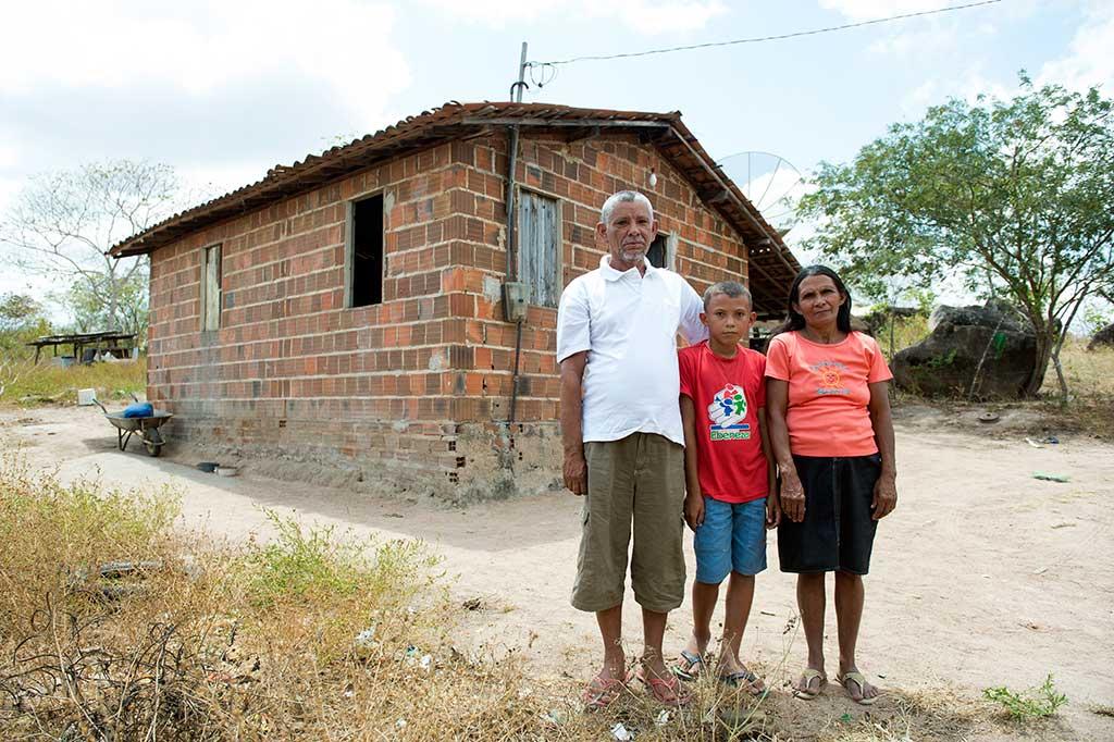 Brazilian child Samson and his family