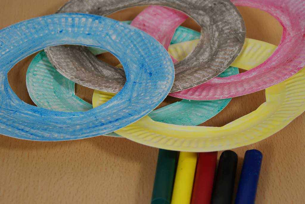 Coloured paper rings
