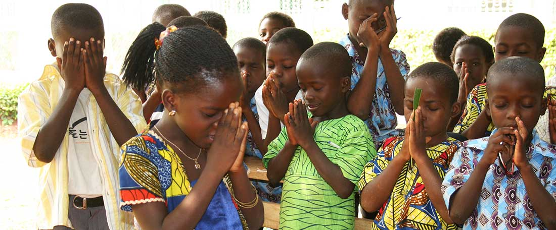 Togo children praying