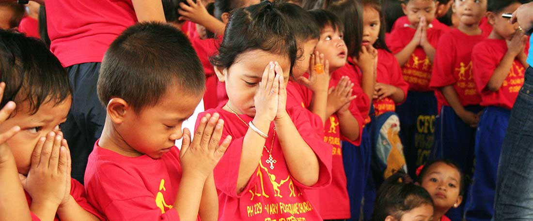 Children praying in the Philippines