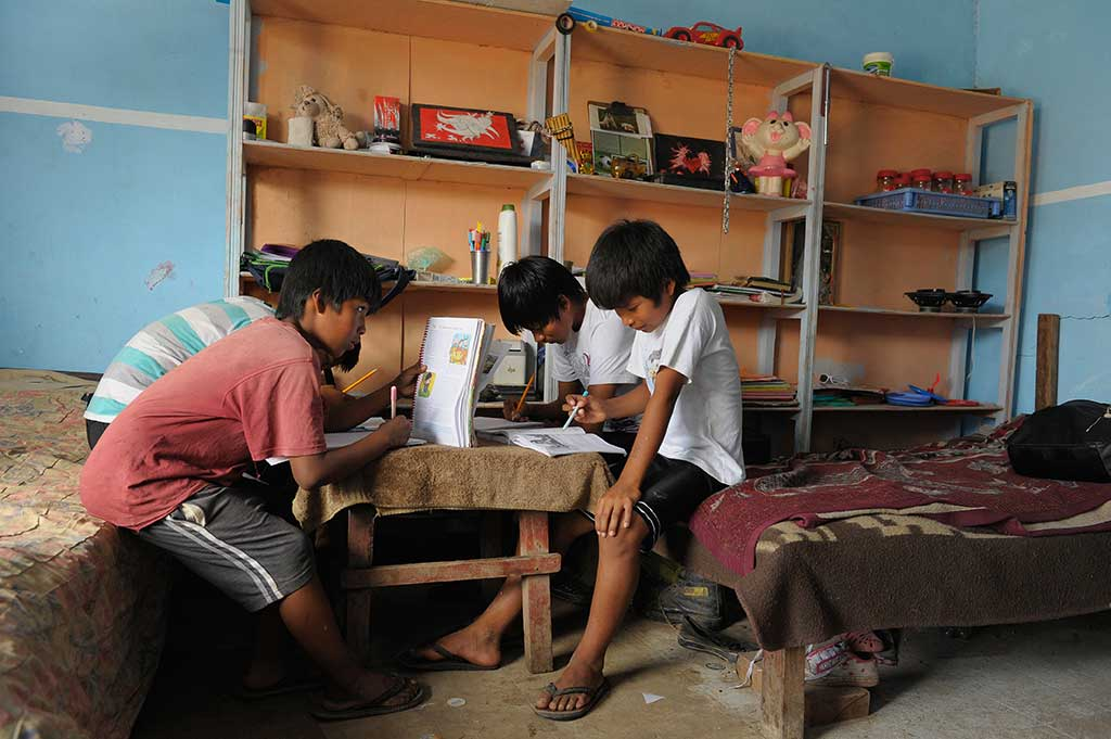 Bolivian children studying