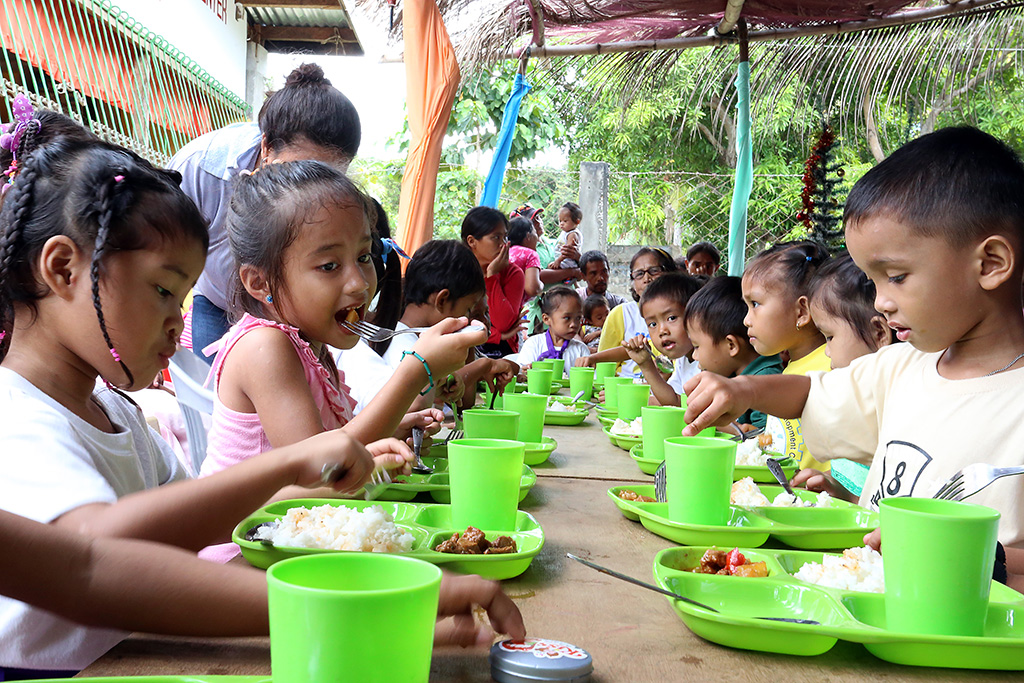 Christmas dinner in the Philippines